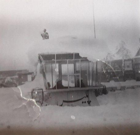 بروجرد میدان پهلوی سابق (شهدای کنونی) در عکس، بخشی از مجسمه شاه نیز دیده می شود.